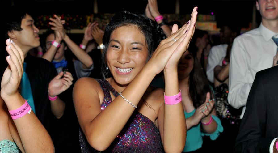 Senior+Jasmin+Tran+dances+at+homecoming.