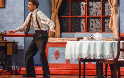 """Curtain opens on """"Arsenic and Old Lace"""""""