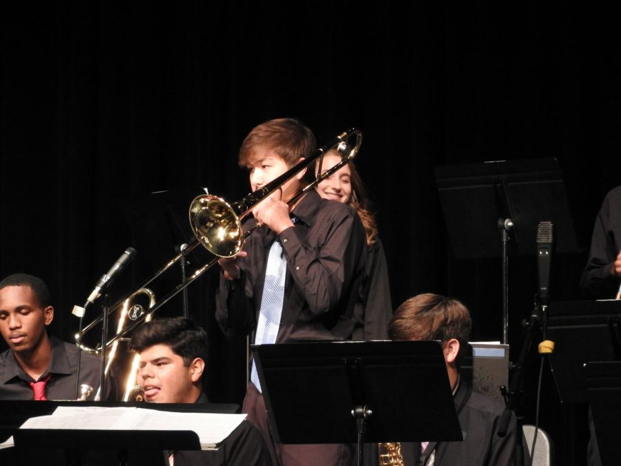Sam+soloing+during+the+Klein+Collins+Jazz+Band+concert.+