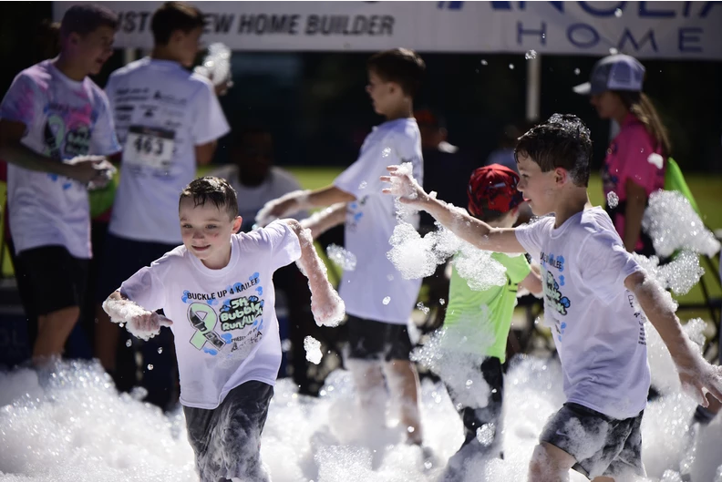Participants+in+the+bubble+run+range+in+all+ages%2C+from+elementary+to+retirement+age.