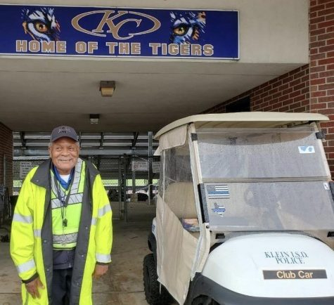 Henry Thaxton smiles as he gets ready to greet students and staff at Klein Collins High School. (Photo by: Katrina Machetta)