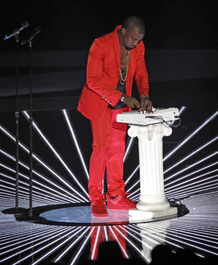 Kanye+West+performing+the+song+Runaway+at+the+2010+MTV+Video+Music+Awards+on+September+12+2010+at+The+Nokia+Theatre+in+Los+Angeles%2C+California.%0A